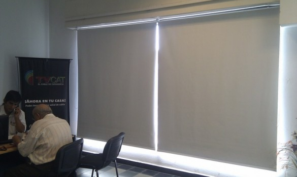 cortinas black out con sistema doble sunscreen car interior design. Black Bedroom Furniture Sets. Home Design Ideas